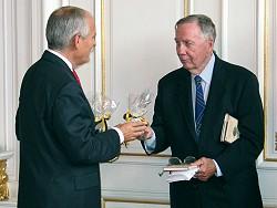 John McCracken (rechts), bisheriger Vorsitzender des Arlington-Aachen-Komitees, (c) Stadt Aachen / Paul Heesel